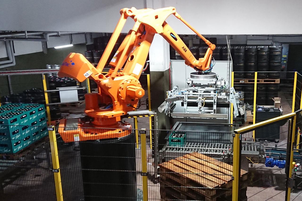 Newsbeitrag Auslieferung Roboter-Palettieranlage
